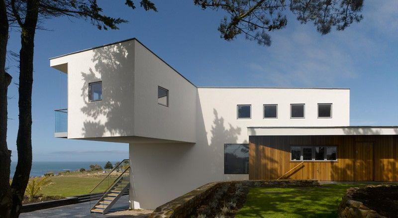 Maison contemporaine surélevée surplombant la baie de St Quen sur Jersey