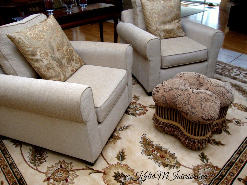 an area rug in a living room