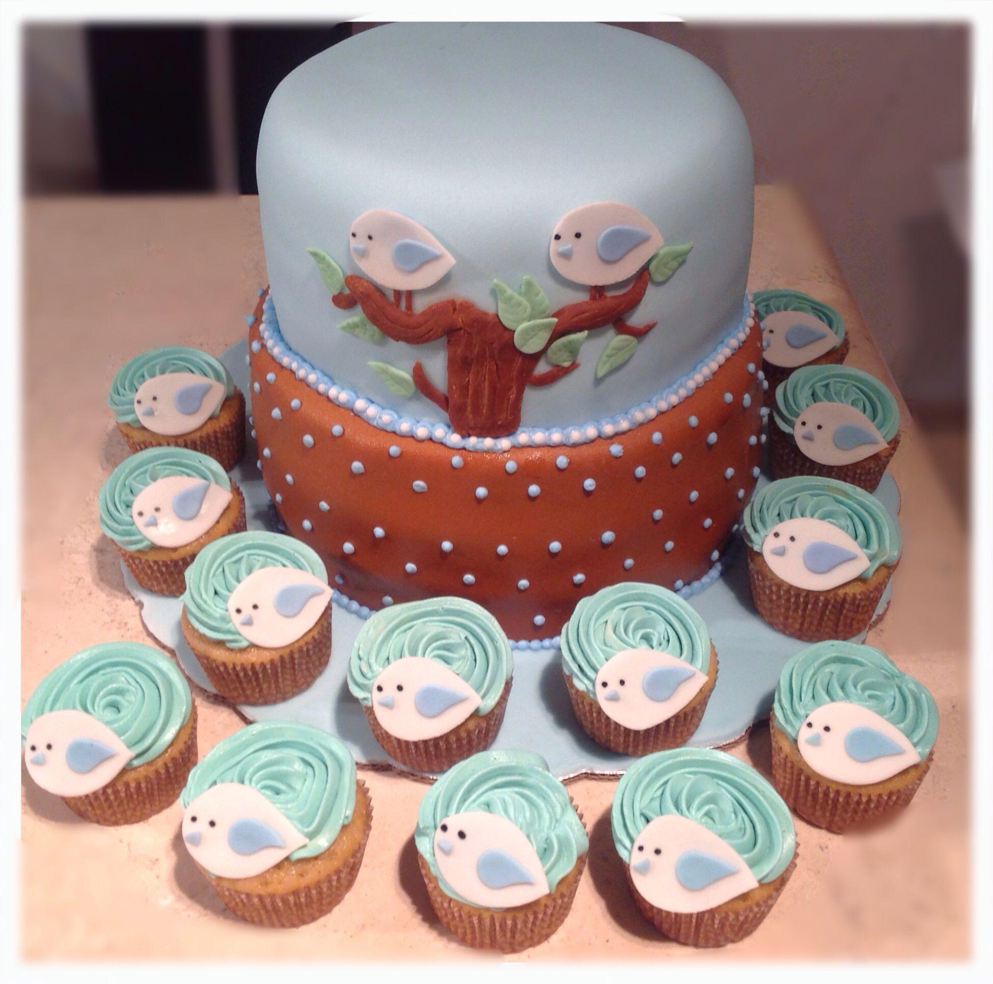 nos encanto hacer este hermoso pastel a juego con sus cupcakes de pajarito todo combinado