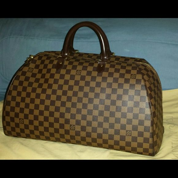 AUTH Louis Vuitton Weekender Luggage Damier Ebene Weekender Luggage Excellent condition used about 5 times. Clean inside. Need more pics or info  just send me a message.  RARE! No longer sold in LV!  Collector's item! Paypal preferred.  Message me for payment details. Louis Vuitton Bags Travel Bags