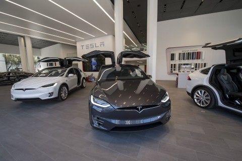 tesla cars get faster as company announces new 100 kilowatt battery rh pinterest com au