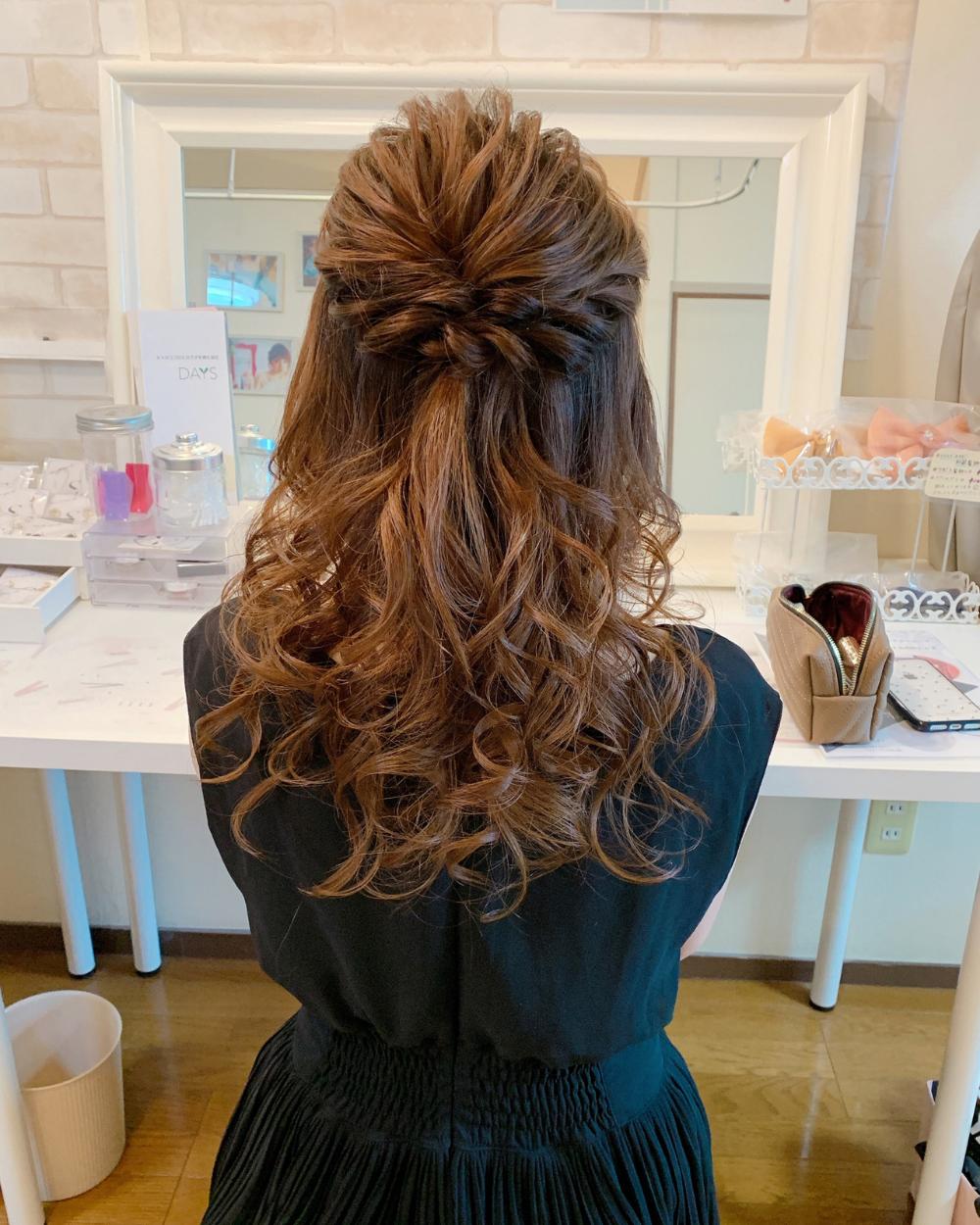 編み込みハーフアップヘアアレンジ ハーフアップヘア ロングヘア 卒業式 髪型