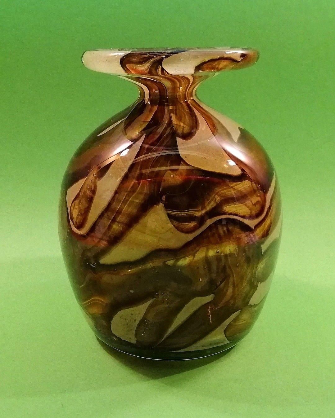 Mad Mouse Antique Porcelain ✳️ mad-mouse.nl   Vintage Vase   Glass   Designed by Michael Harris   Manufacturer: Mdina   Made in Malta 1975   #MadMouseAntiquePorcelain   #vase #glassvase #mdina #michaelharris #malta #glass #glassblowing #glassart #glassobject #porcelain #porzellan #porcelaine  #porcellana #porcelana #ceramic #ceramics #keramik #ceramique #ceramica #ceramico #pottery #poterie #antiquepottery #oldpottery #potteryart #potterylife #pottery