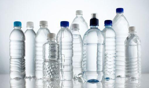 Choisir une eau minérale naturelle adaptée à votre besoin : Eau riche en calcium pour les personnes âgées, en complément d'une alimentation équilibrée et d'un apport en produits laitiers. _Eau riche en magnésium pour les personnes nerveuses. Elles aident à lutter contre la fatigue et facilitent le transit intestinal. _Les personnes souffrant de troubles cardiovasculaires et circulatoires ou d'hypertension choisiront une eau pauvre en sodium. _Eau peu minéralisée pour les nourrissons.
