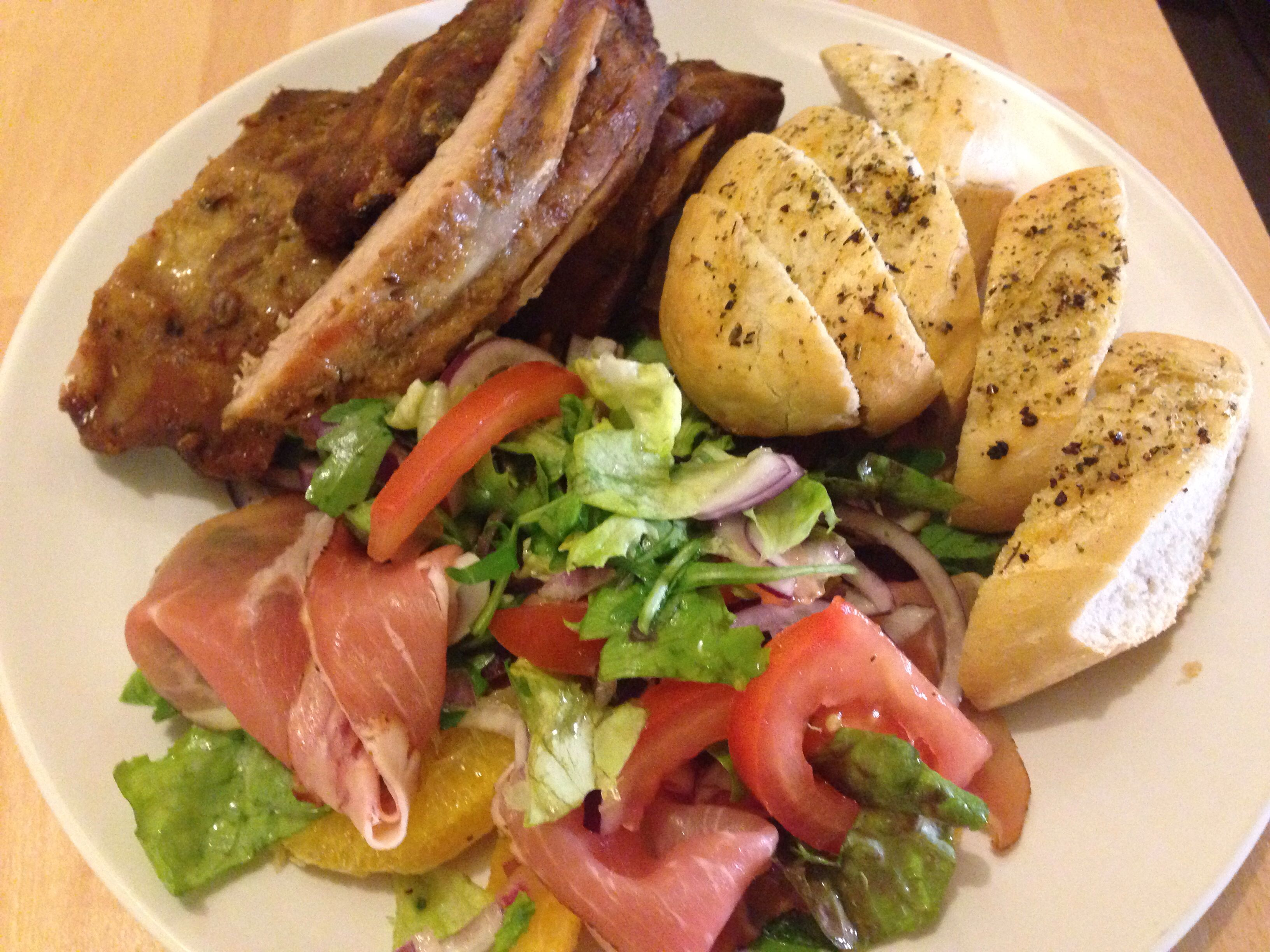 Sparibs in oven en met salade en brood!
