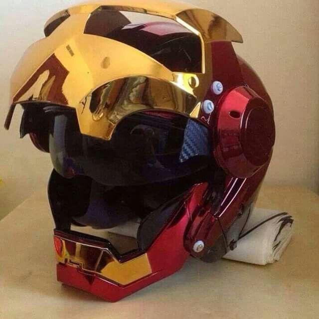 Casque de moto Iron Man... J'adore... ...