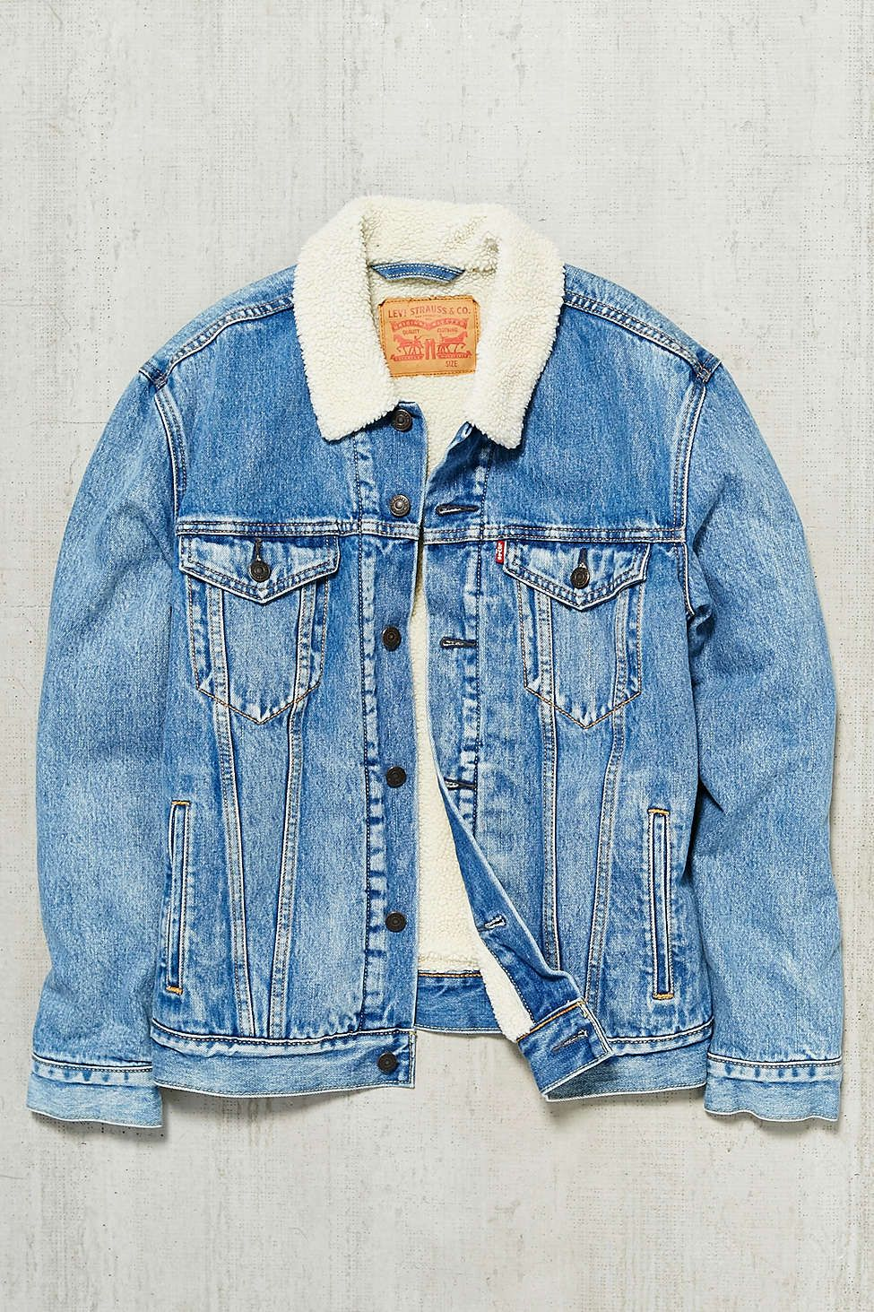 03d26b50bf Levis Youngstown Sherpa Trucker Jacket - Urban Outfitters ...