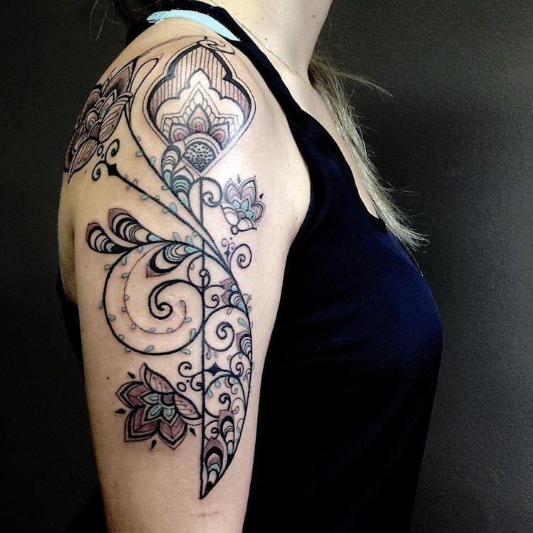Tatouage arabesque s approprier l inkage f minin par - Tatouage croix femme ...