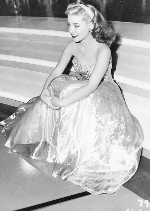 Gloria De Haven, 1944