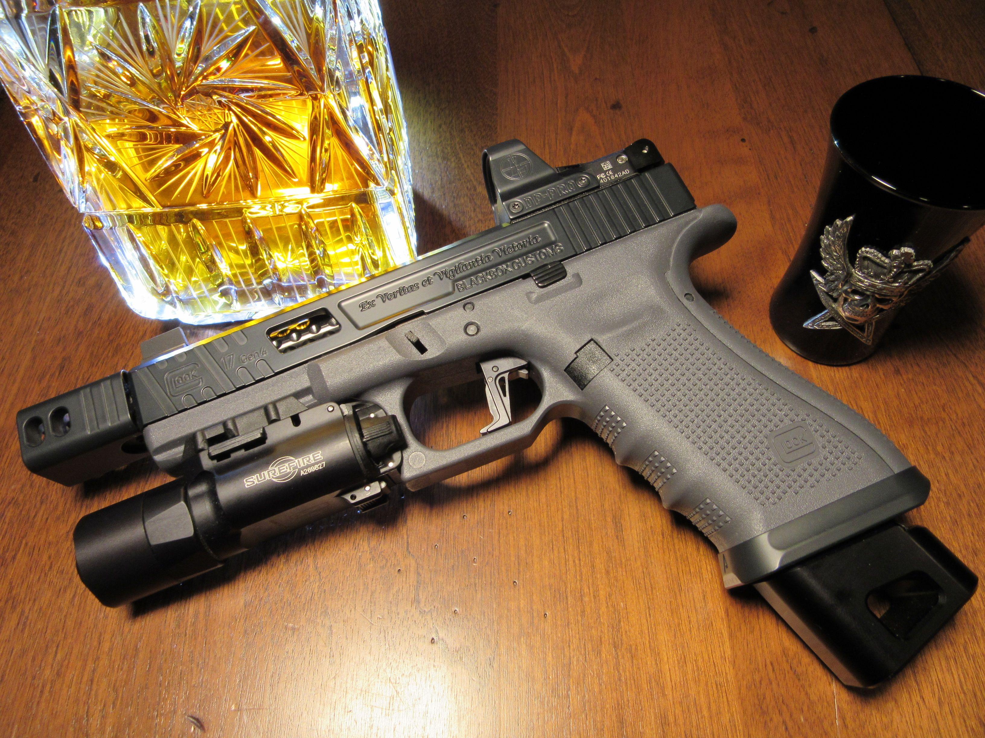 Glock 17 Gen 4, Compensator, Leupold DP Pro, Surefire X300
