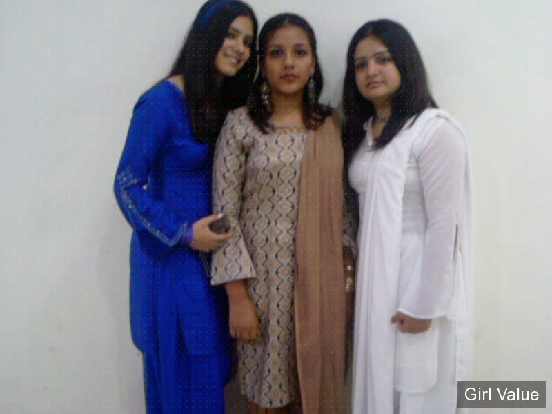 pakistani three girls in different color of
