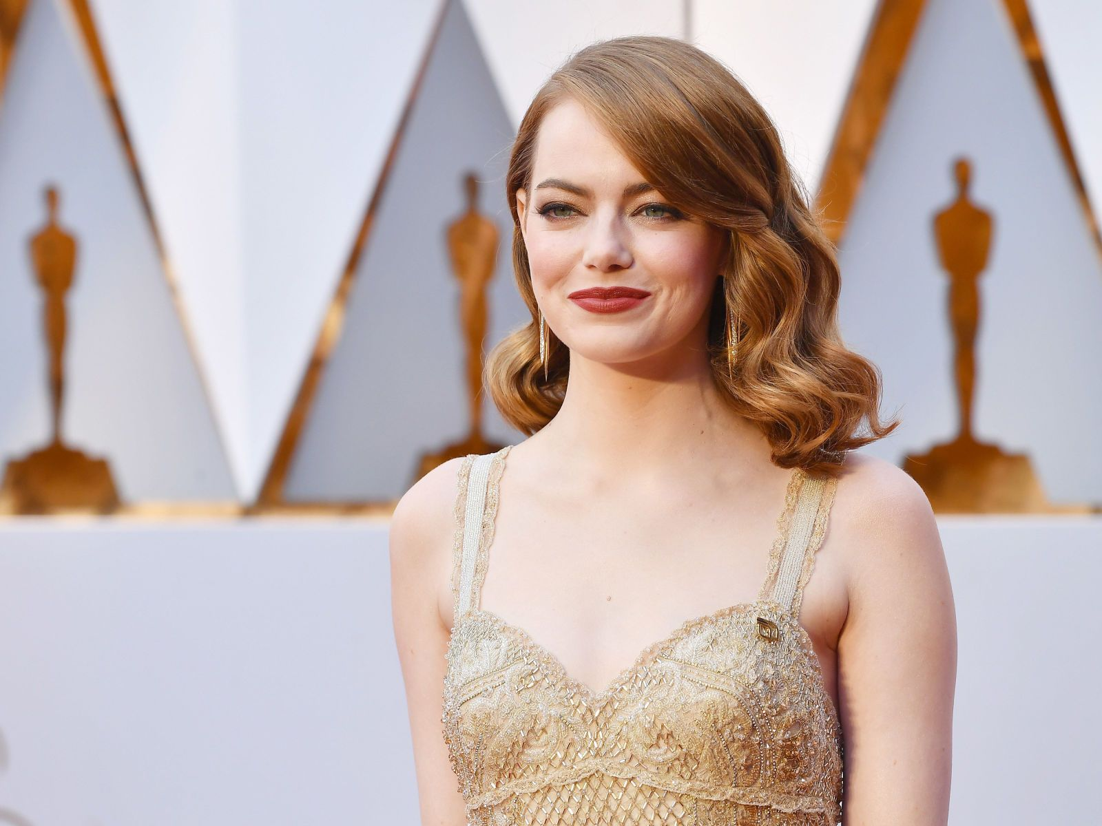 See emma stoneus beautiful oscars dress from every angle hair