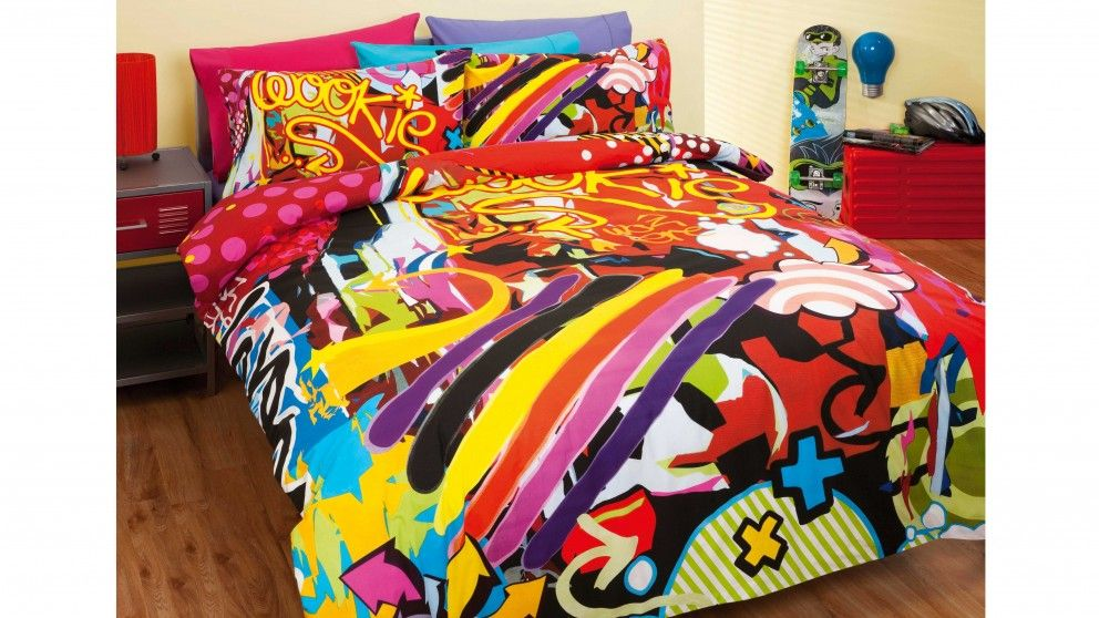 The Urban Art Quilt Cover Set From Reilly Fuses Graffiti International High Glamour And Street Chic With Motifs Of Culture To Bring Exciting Colour