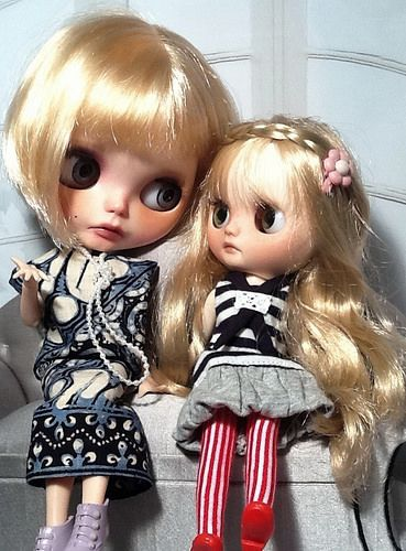 Toy-in-the-Frame Thursday; and Blythe-a-Day June #14 Tell Me a Story & #15 Heart: Maisie & Becky | by Blythe Quake