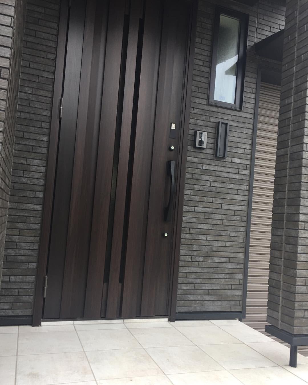 積水ハウス埼玉県m様邸の玄関に リクシル リシェント2 60mm高断熱ドア K1 5 を取り付けました Wooden Doors Entrance Doors Locker Storage