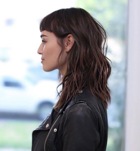 Coupe de cheveux long avec frange courte