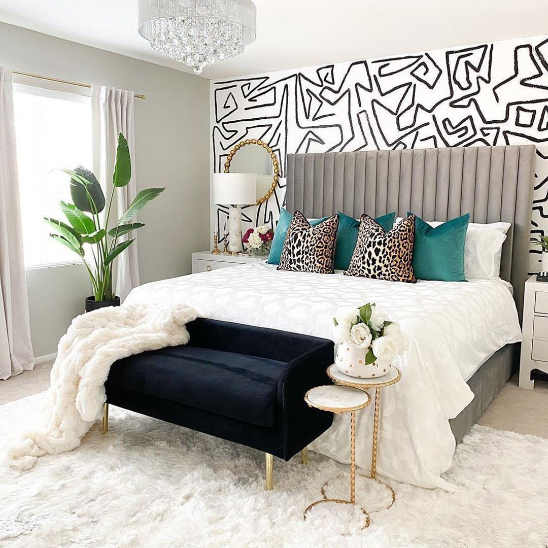 Safavieh On Instagram This Fabulous Modern Glam Bedroom By Sammiesammm Hints In 2020 Hollywood Glam Living Room Hollywood Style Bedroom Modern Bedroom Inspiration
