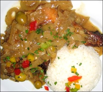 Poulet yassa senegal chicken marinated in lemon juice grilled and served with onions and white - Recette de cuisine senegalaise ...