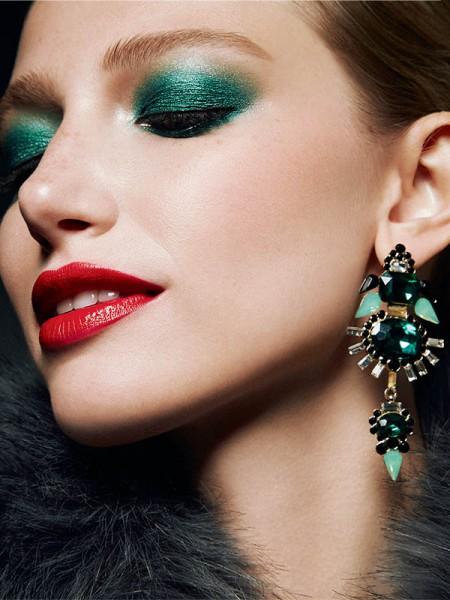 Green Eyeshadow And Red Lipstick Christmas Makeup