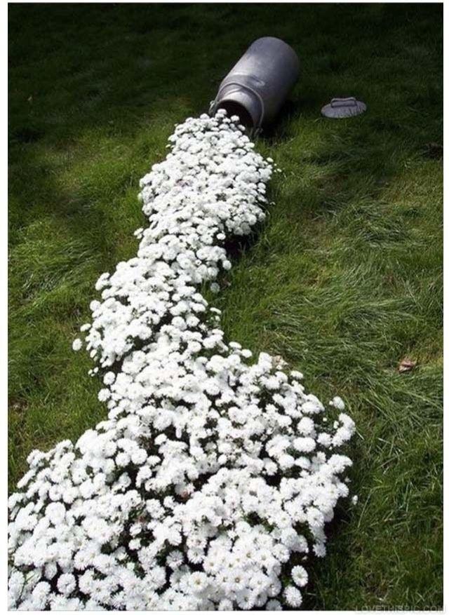 Ein fließendes Wasserspiel im Garten ist oft ziemlich teuer! Diese ...