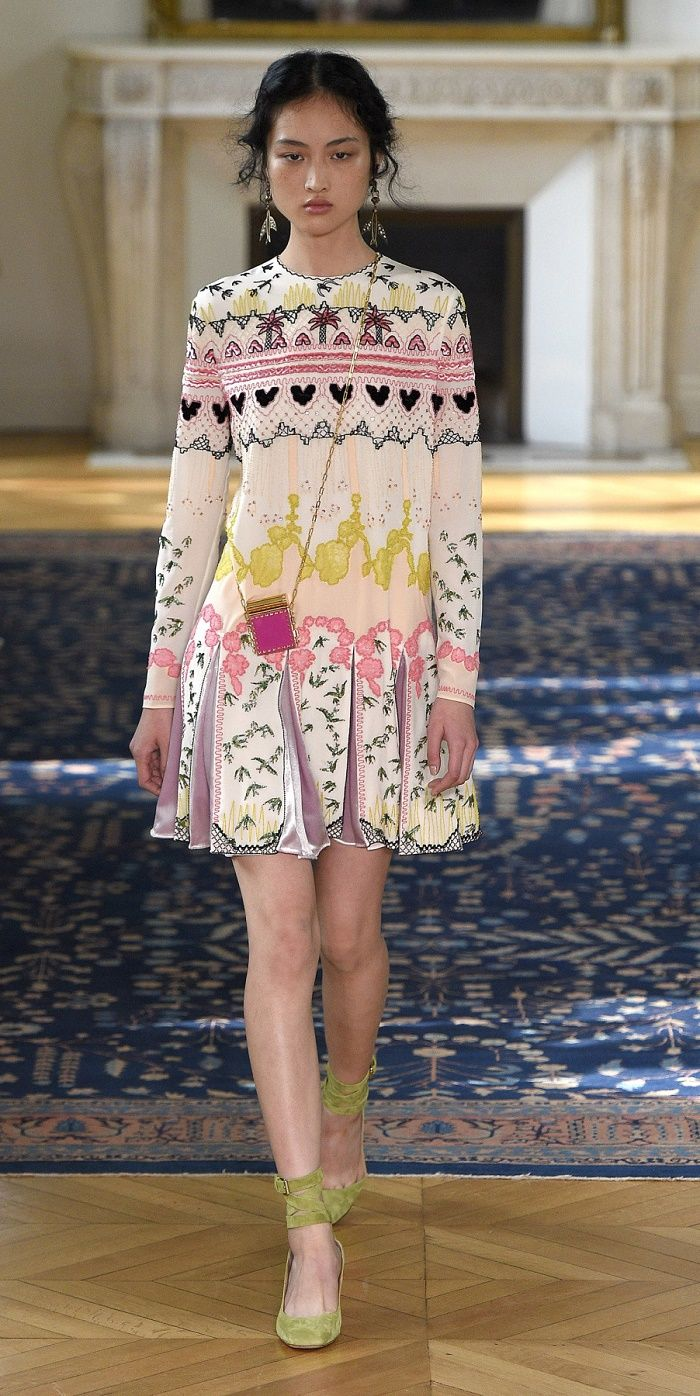 Desfile Valentino PrimaveraVero 2017 Paris Fashion Week ...
