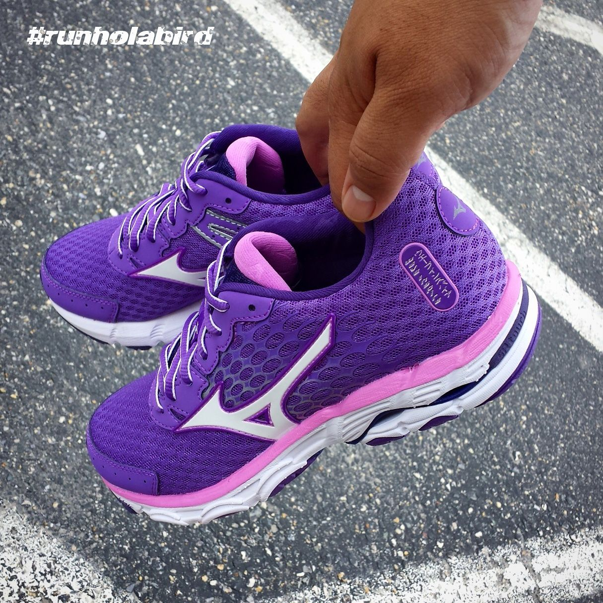 The design of Mizuno Wave Inspire 11 #runningshoes is derived from Hado, the core life-force energy that exists in all living matter. A fresh new upper maps, secures and surrounds the midfoot while supple internal straps hug the foot for a secure and comfortable fit while you run.  Grab the NEW Deep Lavender #colorway today!   Mizuno Running #runholabird #Mizuno #Mexamashii #Inspire11 #MizunoWaveInspire #RunningShoe #Running #Run