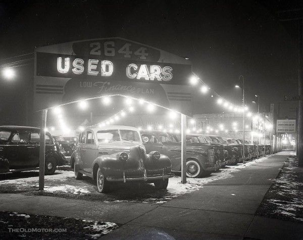 a used car lot in the windy city the old motor car lot car dealership used car lots pinterest
