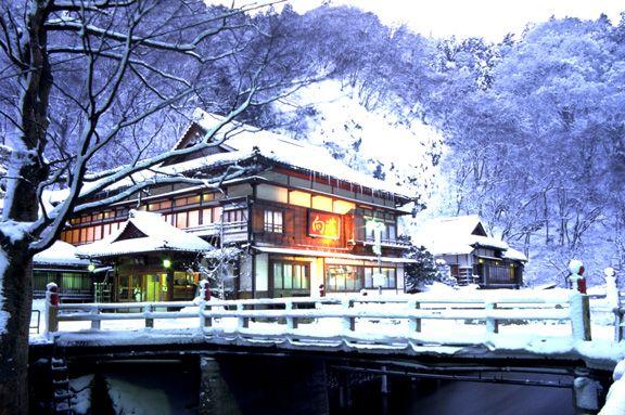 冬の夕暮れの玄関