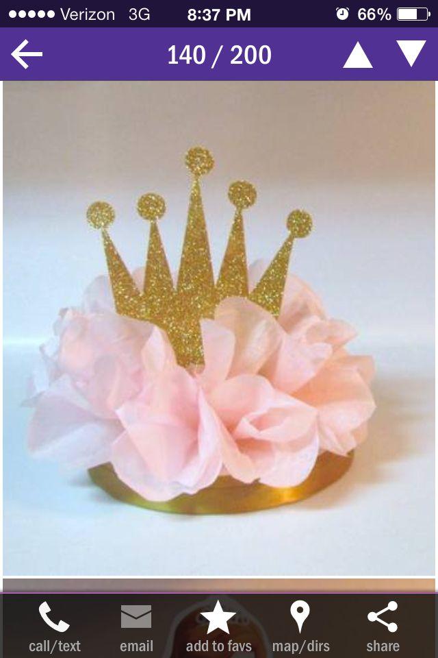 medio pon pon con una corona