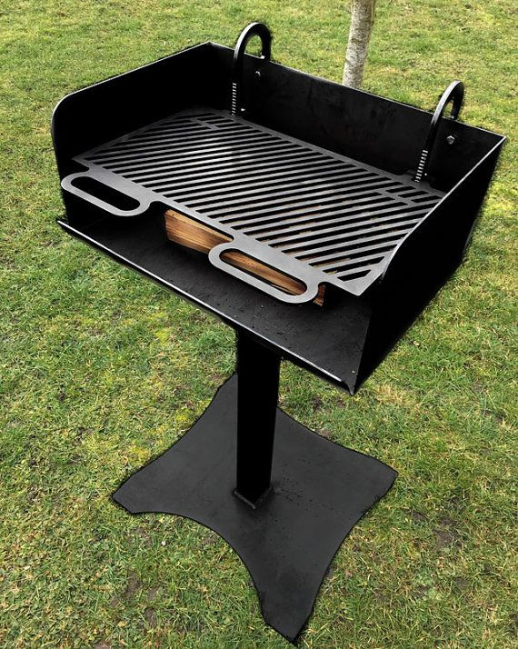 bbq feuer grill f r das grillen mit holz firewood grill outdoor cooking kamin grill. Black Bedroom Furniture Sets. Home Design Ideas
