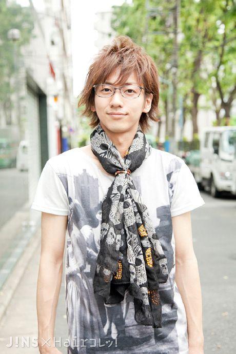 井上 恭祐さん 主張しすぎないグレーと繊細なフレーム JINS SNAP