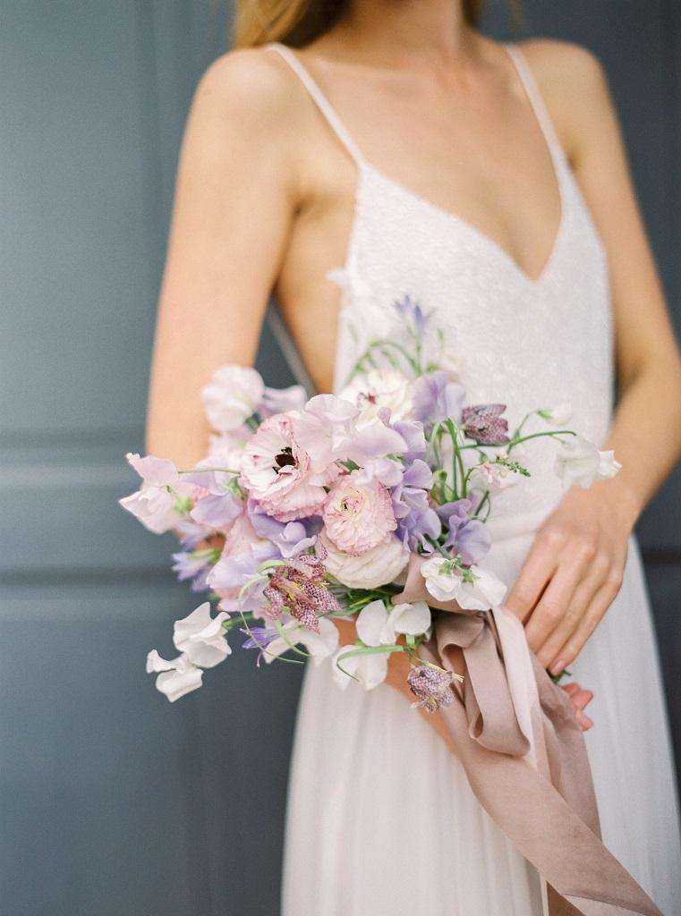 Simple And Minimal Violet Bridal Bouquet Minimalistyczny Bukiet Slubny Konsultant Slubny Dekorac Wedding Dresses Strapless Wedding Dress Wedding Bouquets