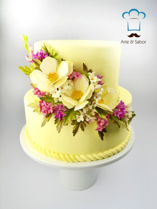 Lovely Tiny Flowers #cakeart #caketrends #cakedecorating ...