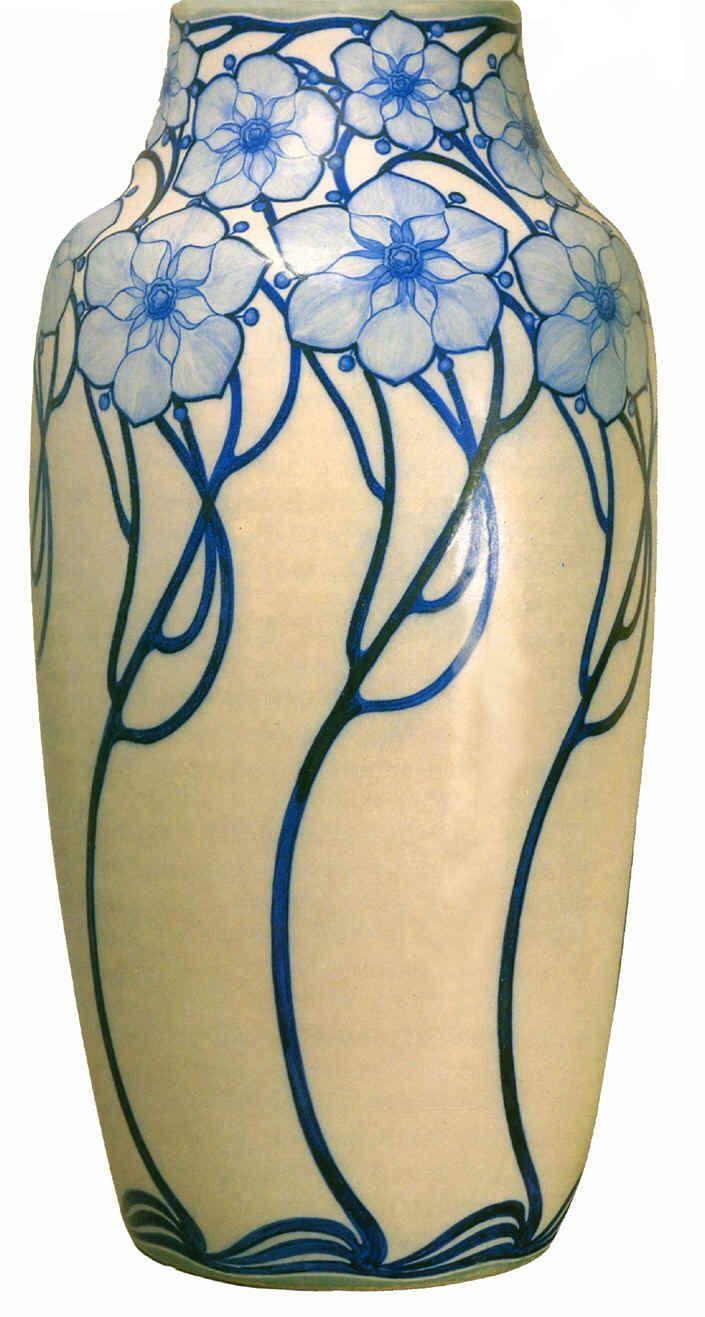 """Galileo Chini """"vaso arte della ceramica"""", 1903- 1904. Galileo Chini is the famous Italian artist credited with introducing the art nouveau or Liberty style into Italy. Esculturas, Mosaicos, Tradições Italianas, Objetos, Floreros De Cristal, Jarrón De Porcelana, Diseños Vintage, Uñas Azules, Creatividad"""