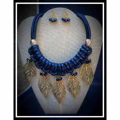 73479c8981a4 Hermoso Juego Aretes Y Maxi Collar Azul Con Dijes De Hojas -   325.00