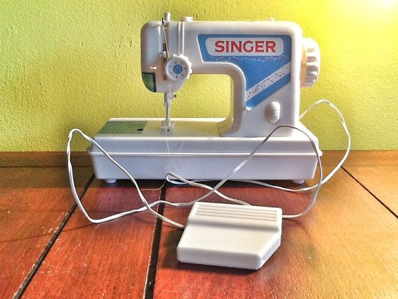 Sewing machine for children van Kaatjeseye op Etsy, $25,00