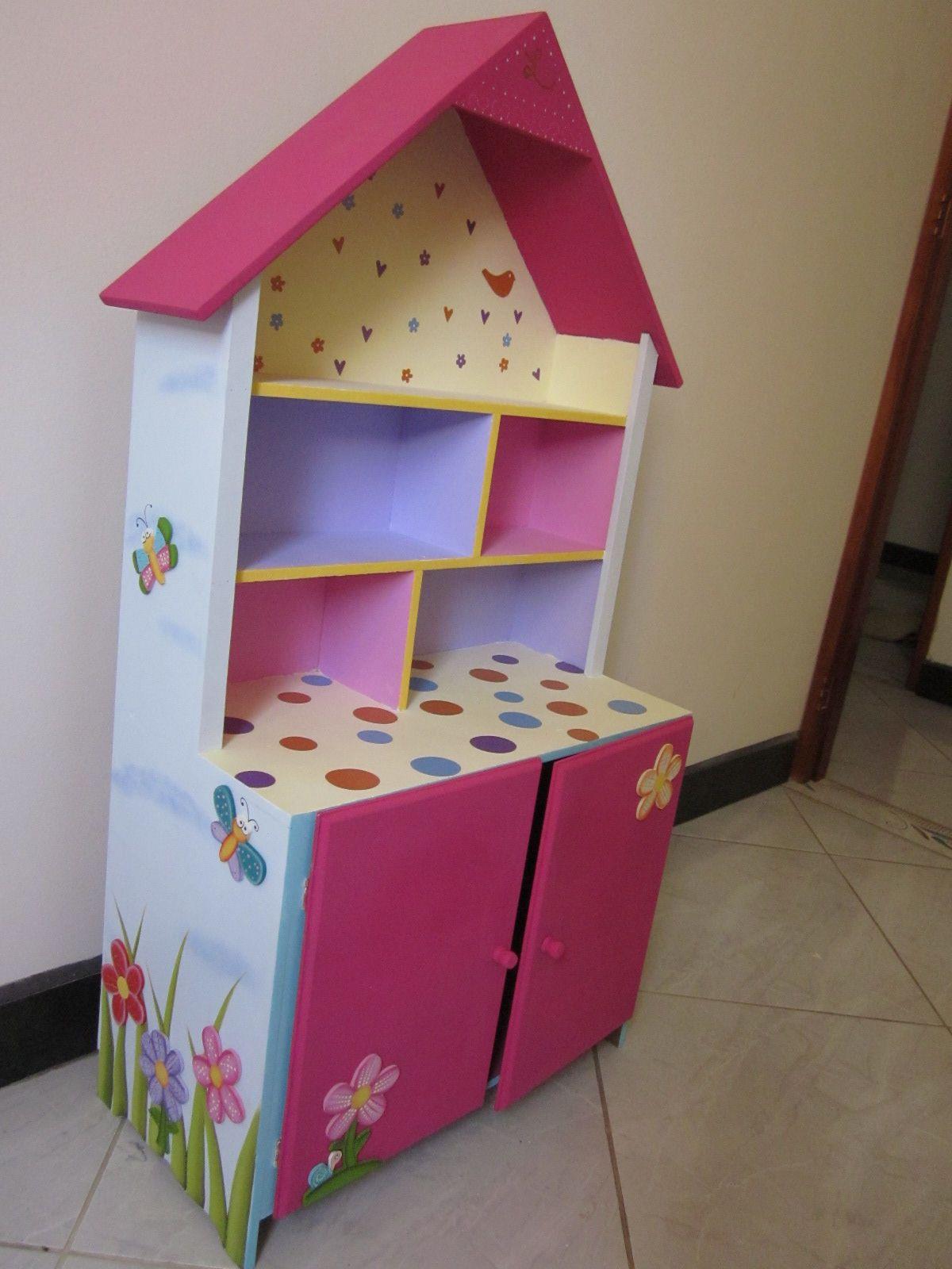 Casita De Muñecas Para Luciana Pintada En Acrílicos Y Con Decoraciones De Vinilo Medidas 1m X 0 7 M X 0 Muebles Para Niños Muebles Niños Muebles De Cartón