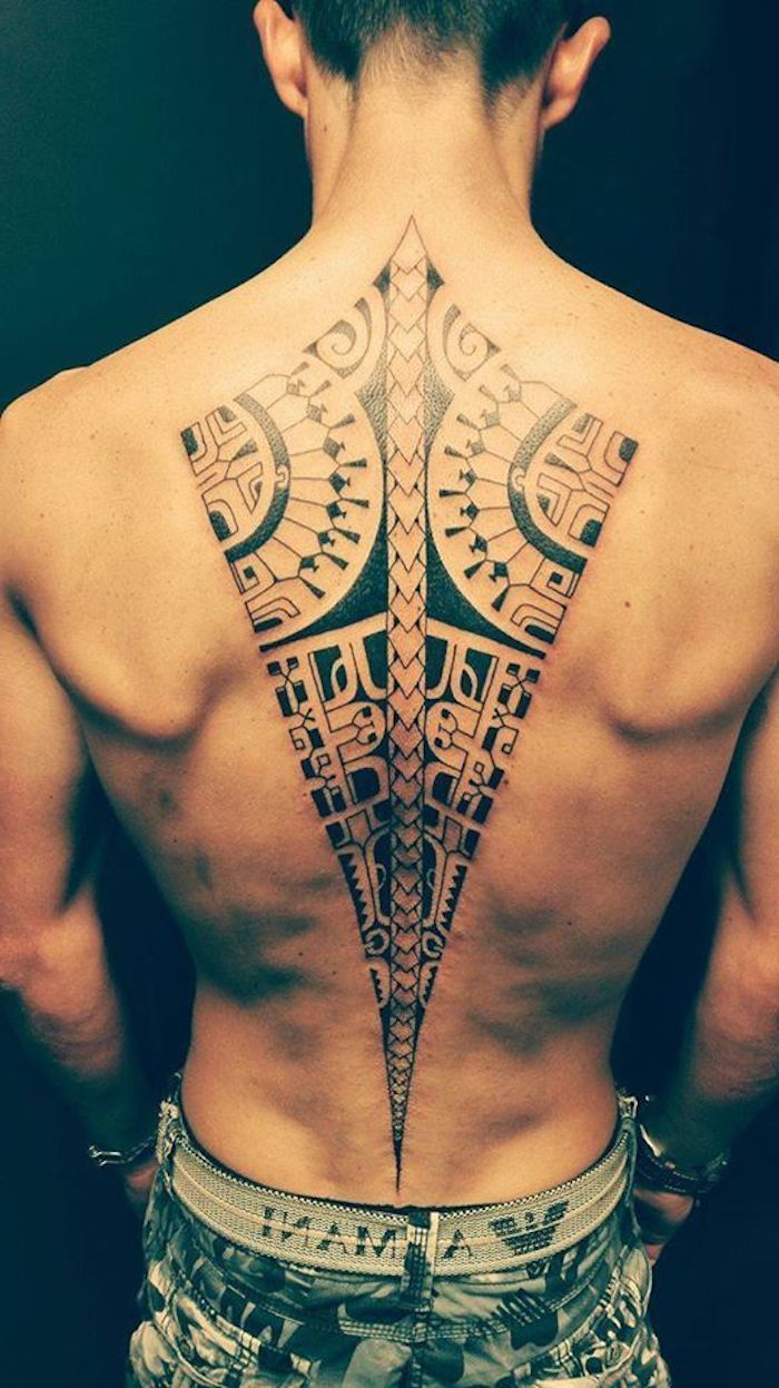 ein gro er schwafrzer maori tattoo mit maori tattoo. Black Bedroom Furniture Sets. Home Design Ideas