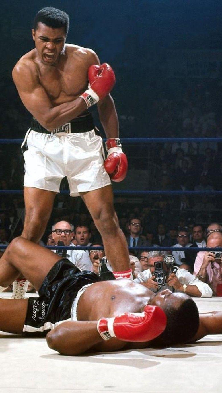 Foto Ikonik Muhammad Ali Vs Sonny Liston Bangun Dan Bertarunglah