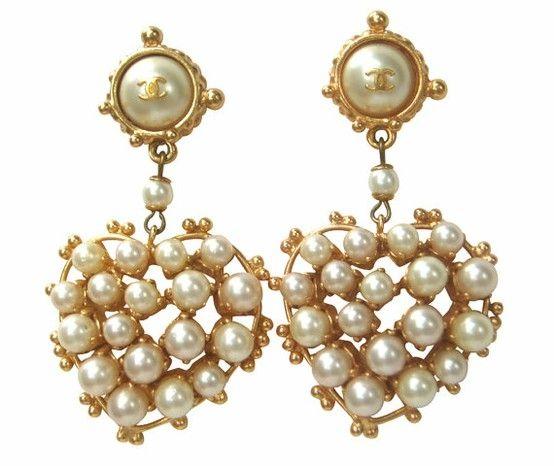 Vintage Chanel Pearl Heart Earrings ... Lovely!!