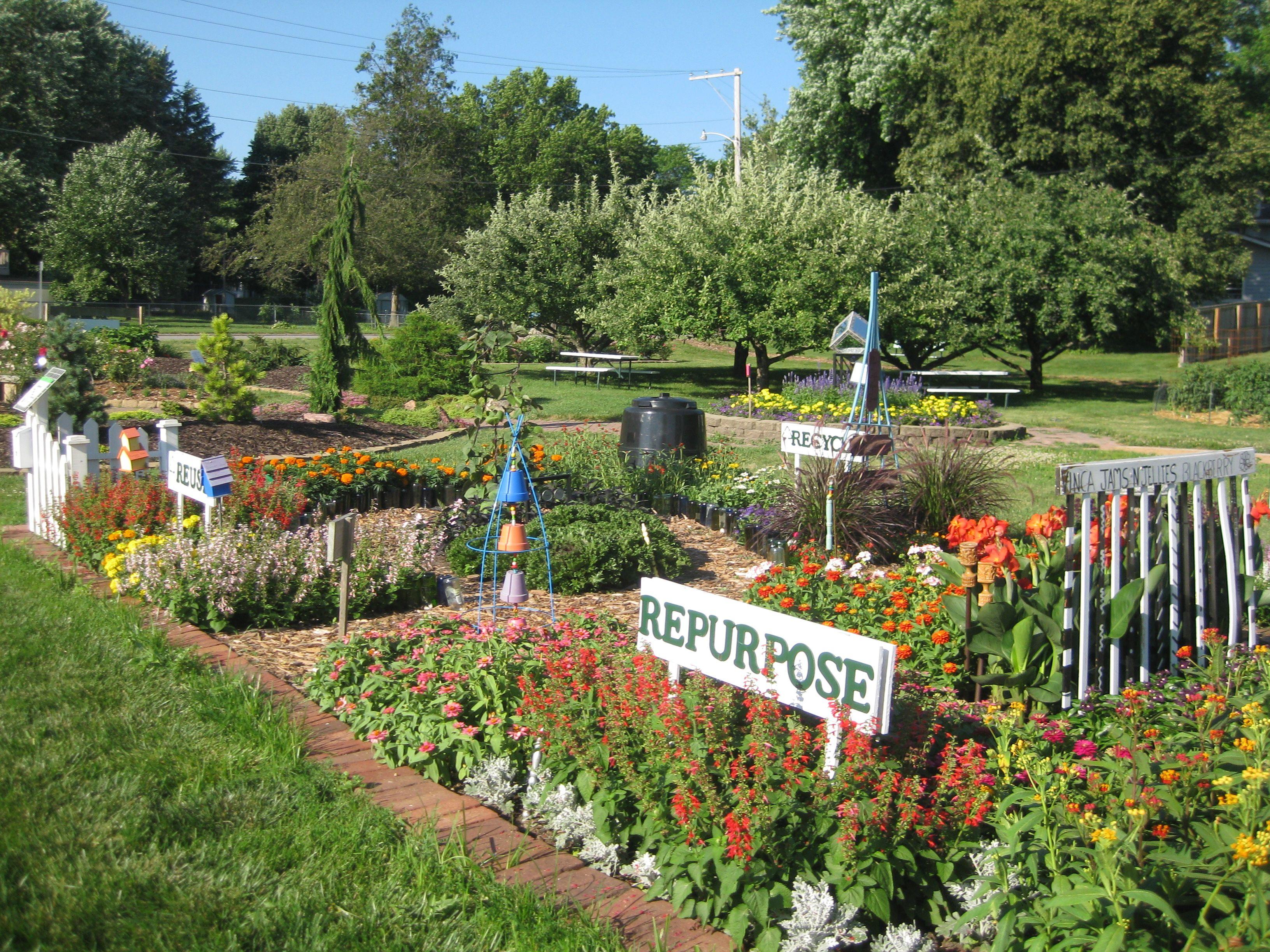 Aas Landscape Design Contest Honorable Mention Most Educational Garden Isu Polk County Master Gardeners Educational Garden Master Gardener Landscape Design