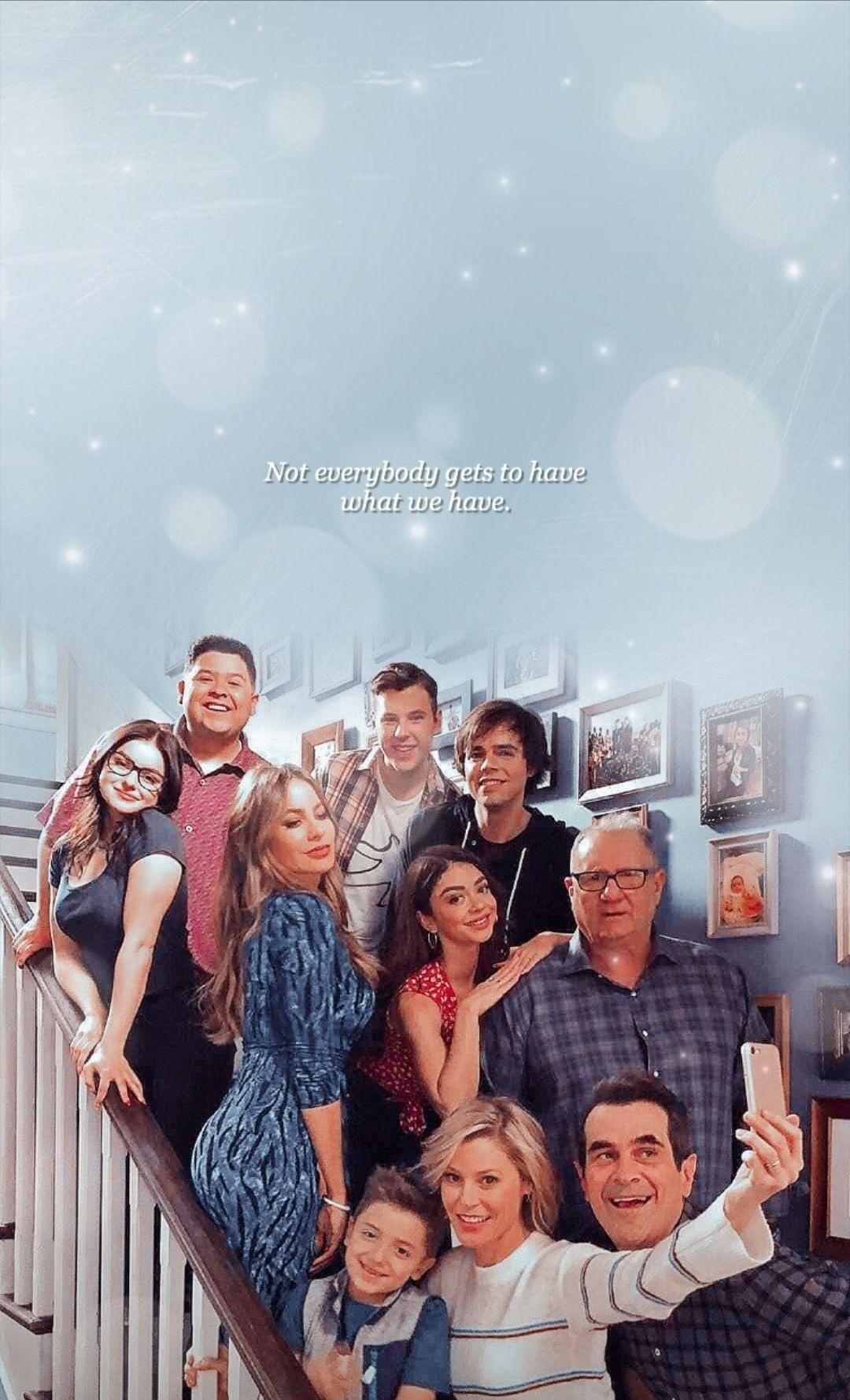 Modern Family Em 2020 Modern Family Familia Moderna Netflix Filmes E Series