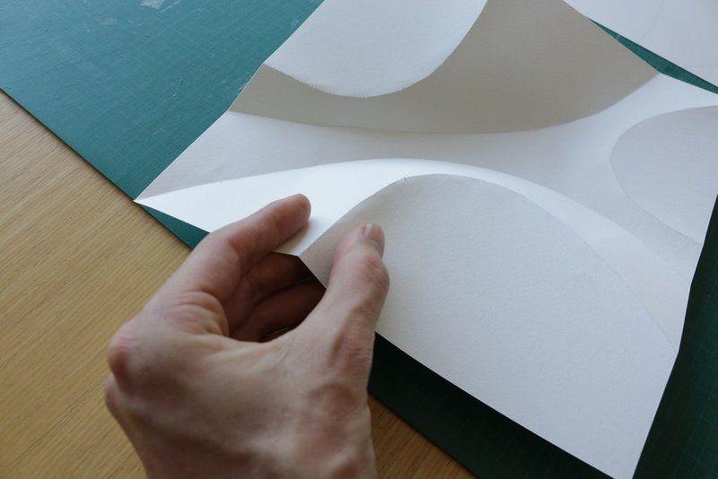 Как согнуть бумагу для открыток