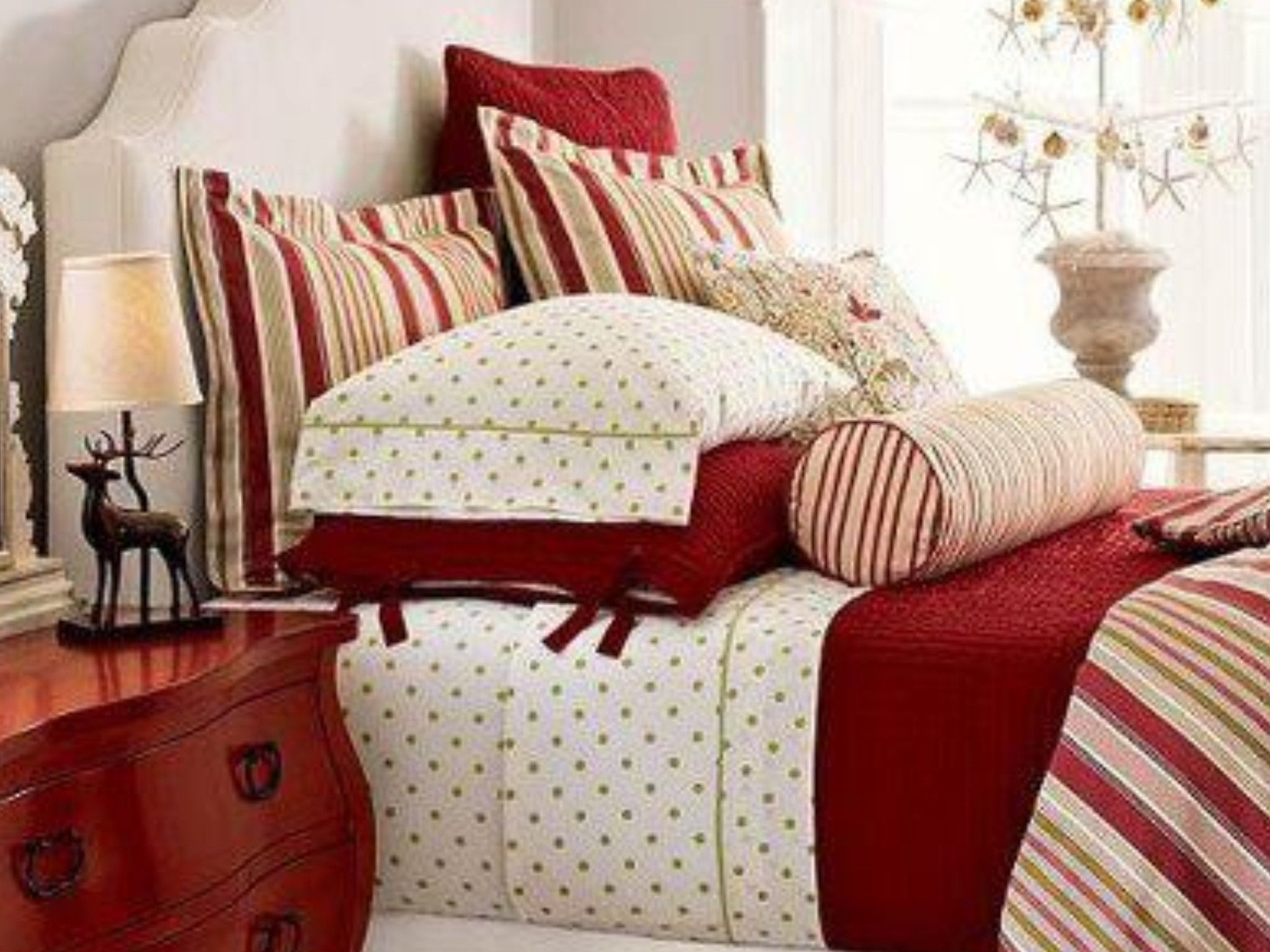 1000+ images about Christmas Bedroom Decorating Ideas on Pinterest ...
