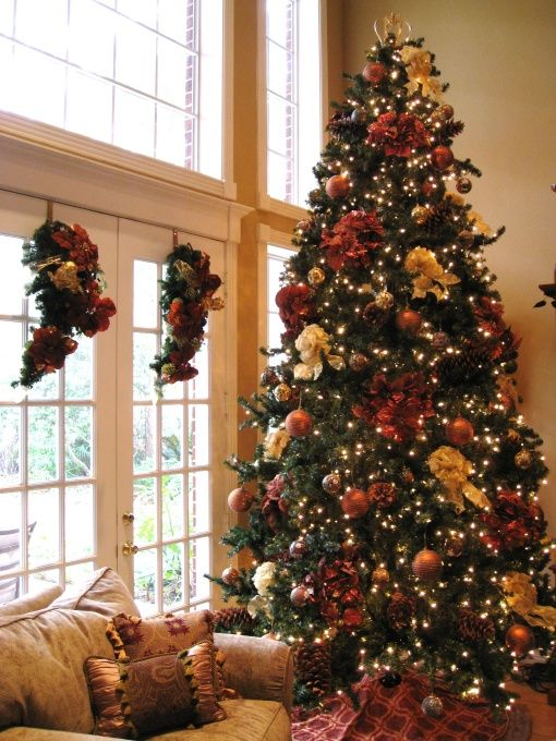 French country christmas decorating ideas gold tuscan for Maroon christmas tree decorations