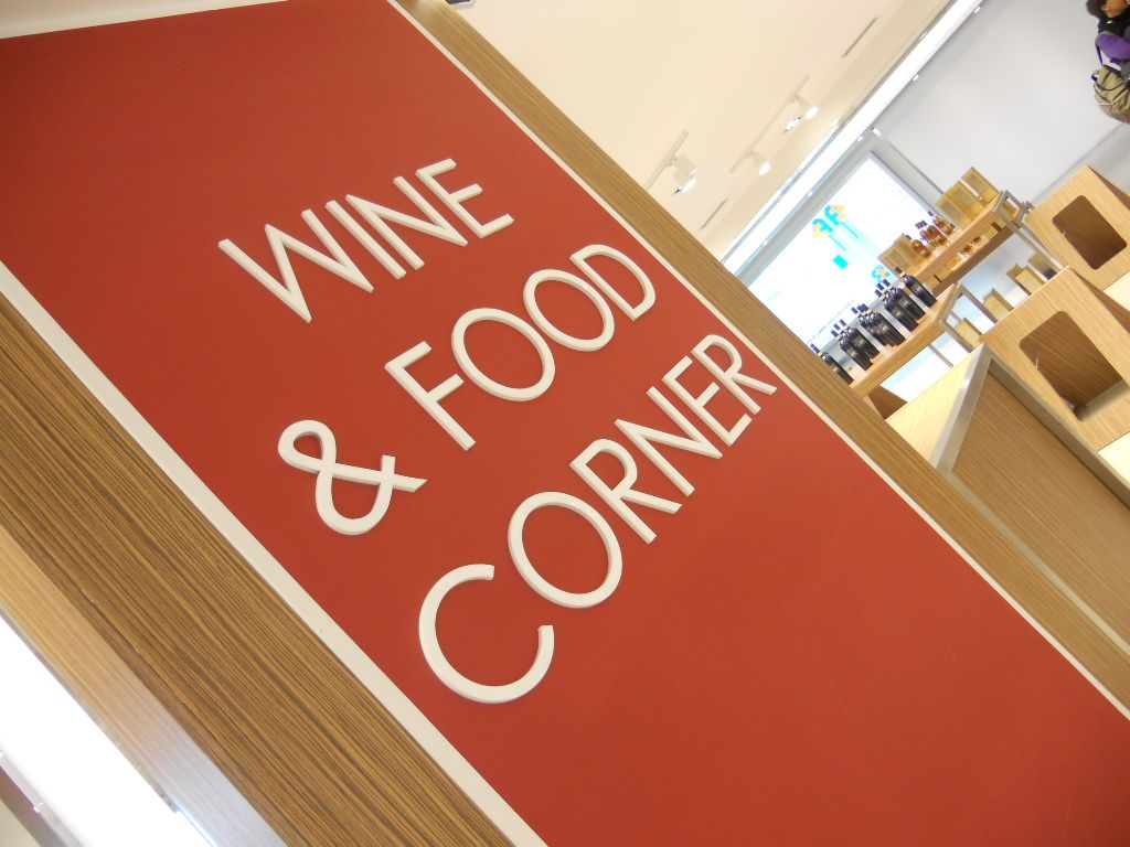 New Wine Corner at Turin Airport Shopping Gallery ! airportshopping.biz