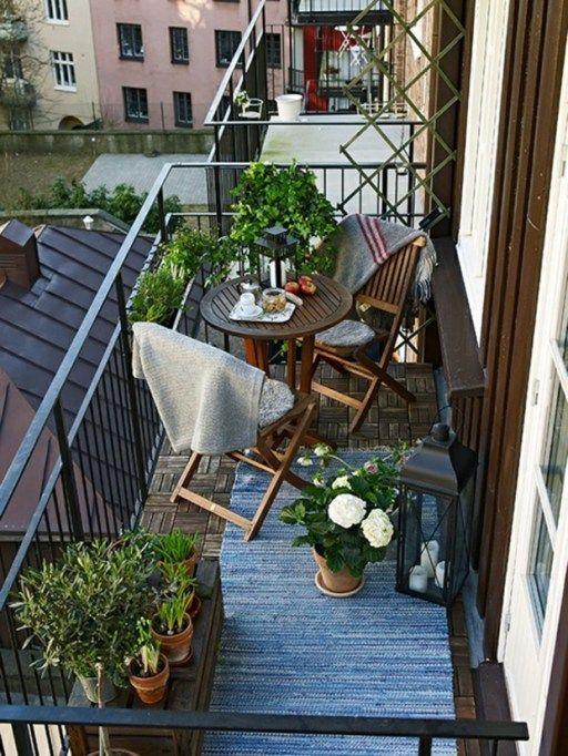 Beautiful and cozy apartment balcony decor ideas