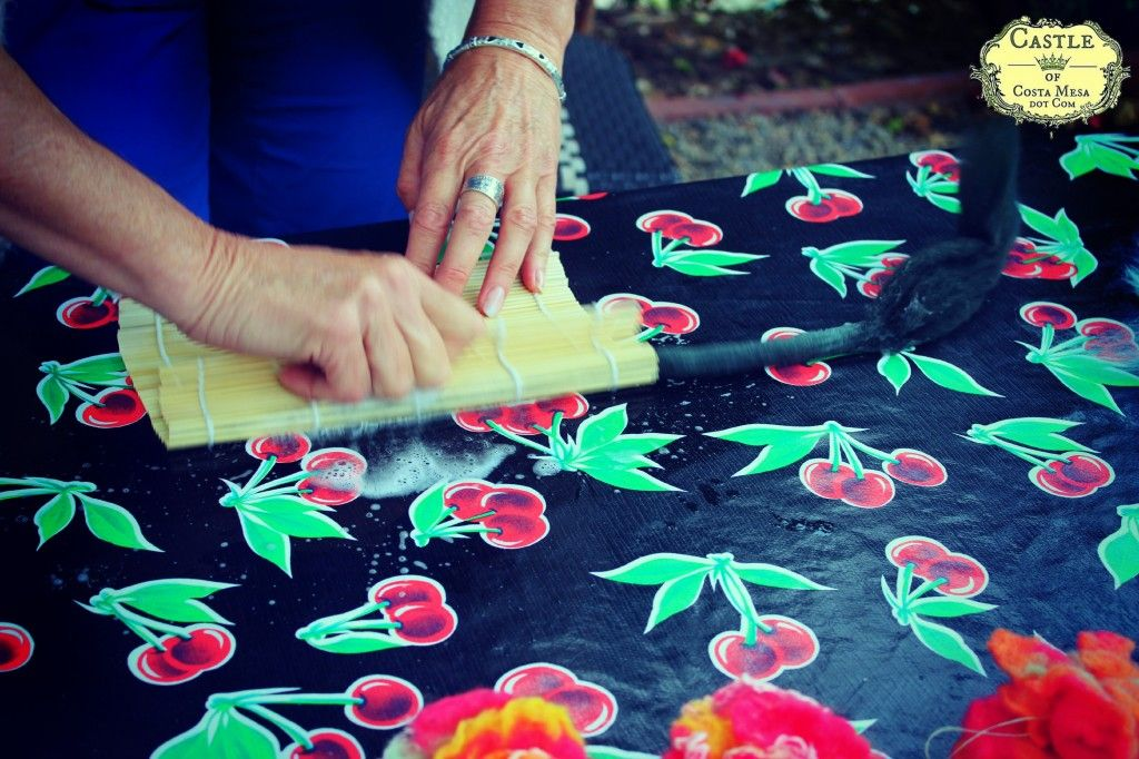 130605 Christine wet felting a flower stem by rubbing roving on a bamboo sushi mat logo