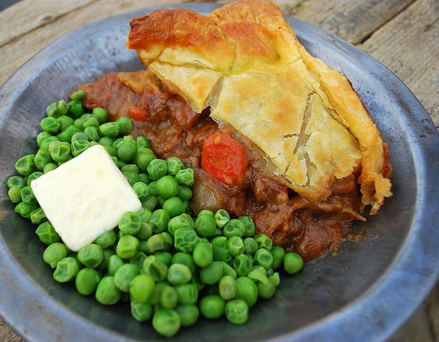 Steak & Guinness Pie (With images) | Guinness pies, Corned ...