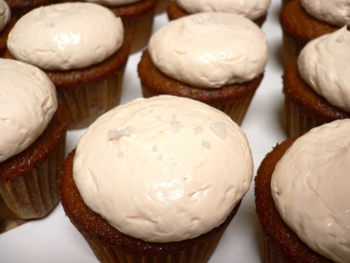 honey cupcakes with salted honey buttercream